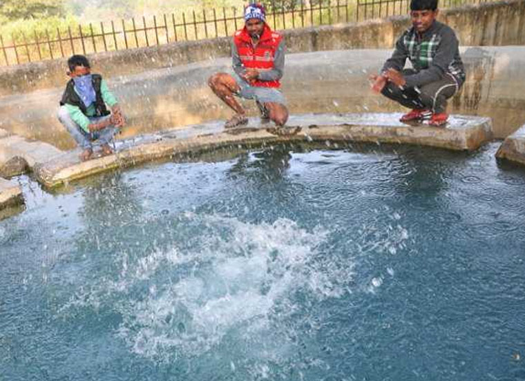 mysterious-hot-water-pond-in-india
